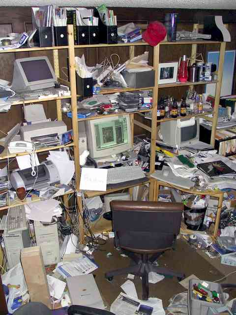 messy_desk_contest_winner.jpg (480×640)
